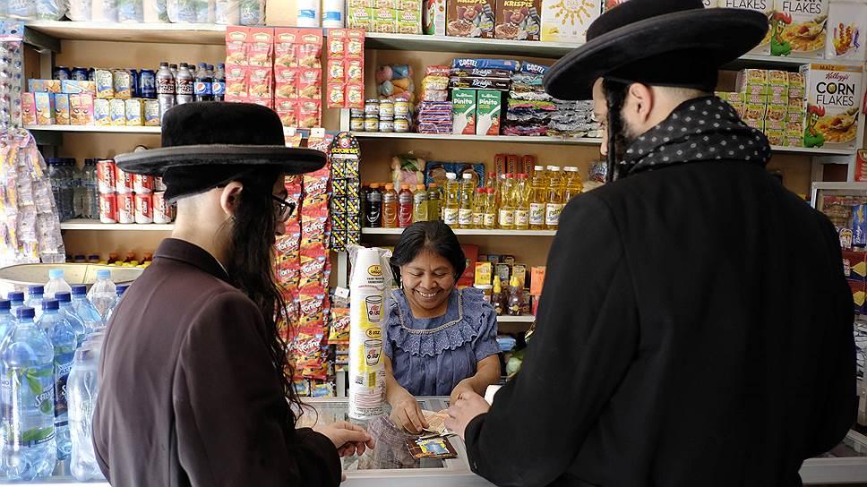 Община была основана в 1980 году в Израиле и придерживается строгих правил. Члены Lev Tahor не пользуются никакой техникой, включая телефоны и компьютеры, не смотрят телевизор. Их жизнь должна быть строго подчинена религии
