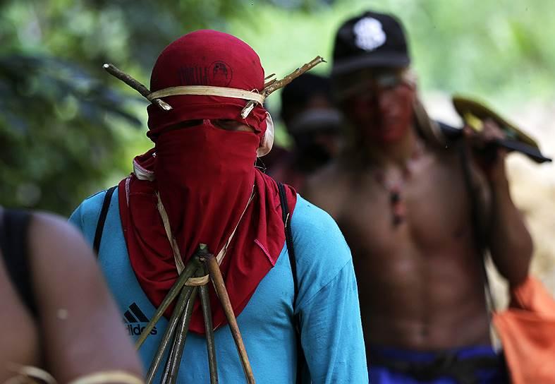 Вся жизнь индейцев племени каапор зависит от леса. Поэтому они готовы на ожесточенную борьбу за него