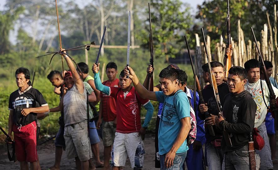 Воевать с лесорубами готовы все члены племени, однако отбирают только опытных воинов