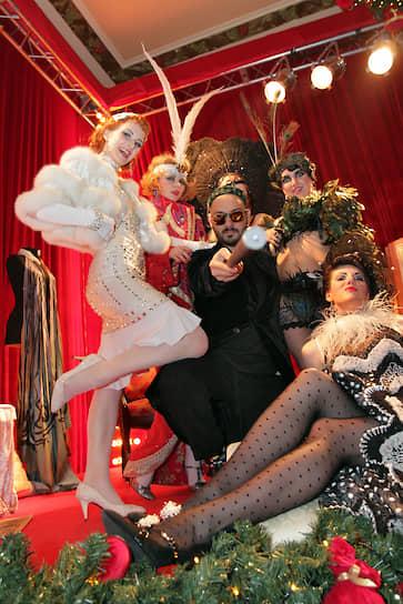 В 2012 году режиссер создал театральную группу «Седьмая студия» со своими студентами из школы-студии МХАТ, позже ставшую одним из резидентов «Гоголь-центра»