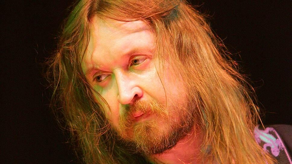 В 2002 году «Гражданская оборона» выпустила альбом «Звездопад», состоящий из кавер-версий советских песен. В 2004 и 2005 годах вышли альбомы «Долгая счастливая жизнь» и «Реанимация». В мае 2007 года группа выпустила альбом «Зачем снятся сны» и провела большой концерт в Москве, запись которого была выпущена на DVD. Тогда Летов говорил о том, что он начал с «бэд-трипа, кислотной передозировки, если кто не понимает», за которым последовало «глобальное переосмысление произошедшего, двухнедельное самоочищение и самокопание»