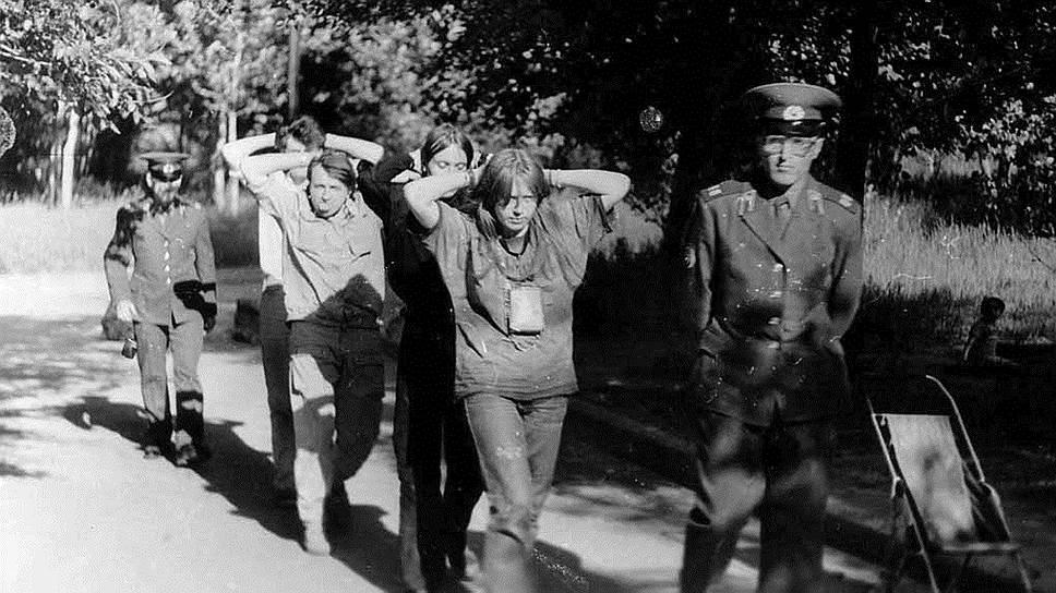 В этот же период в составе Егор Летова, Константина Рябинова и Олега Судакова (Манагер) был организован проект «Коммунизм» и началось сотрудничество с Янкой Дягилевой