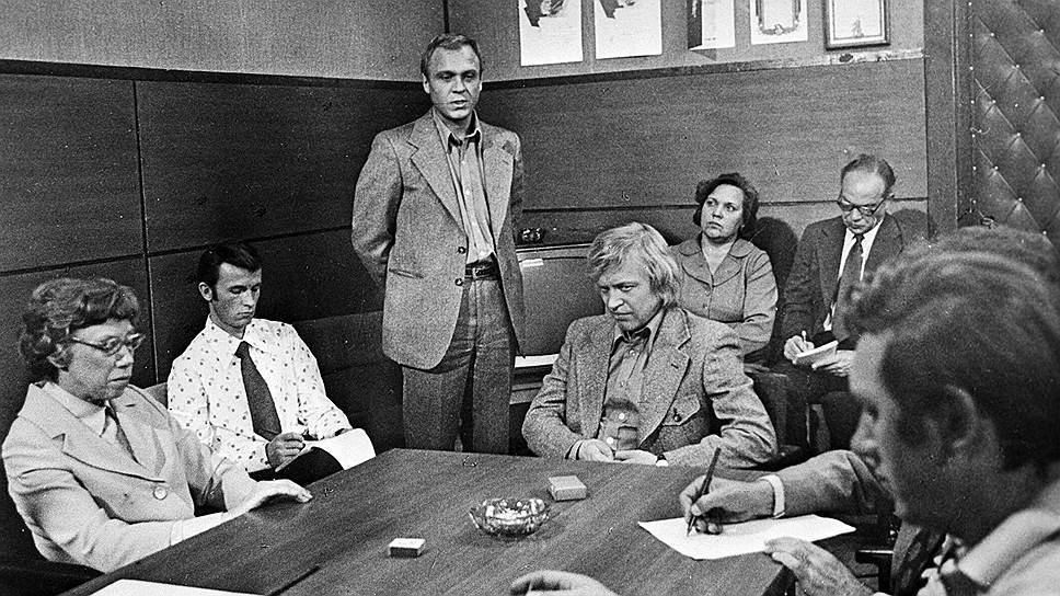 После успеха фильма «Человек на своем месте» Владимир Меньшов стал одним из самых востребованных советских актеров. За следующие четыре года он снялся в киноповести «Соленый пес», социальной драме «Последняя встреча», производственной драме «Собственное мнение» (кадр на фото)