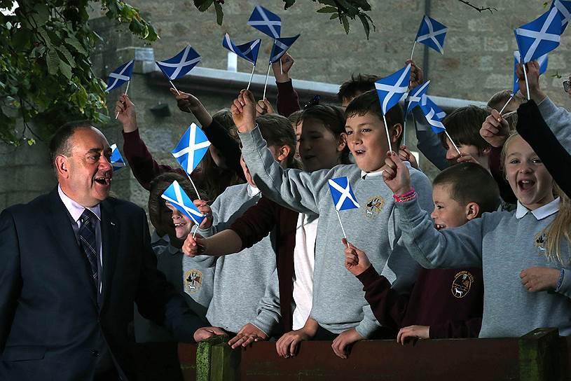 По сути, как утверждают эксперты, на референдуме предлагалось выбирать между головой и сердцем: шотландцы сердцем — за независимость, головой — за союз