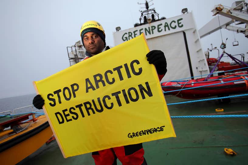 29 мая 2011 года двое зеленых разбили лагерь на платформе британской компании Cairn Energy в море Баффина на западе Гренландии. Позже на нее высадились еще 18 экологов, которые несколько дней препятствовали работам. 9 июня суд Амстердама запретил Greenpeace мешать Cairn Energy под угрозой штрафа $50 тыс. за каждый день вынужденного простоя (Cairn Energy требовала $2 млн ежедневно)