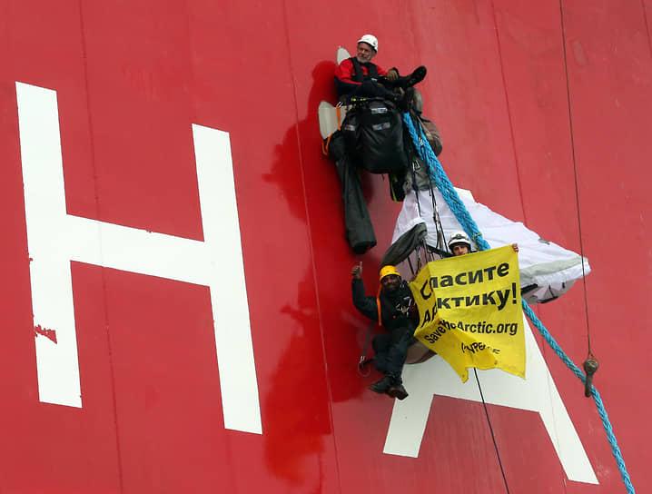 13 августа 2013 года активисты Greenpeace подошли на ледоколе Arctic Sunrise к российскому сейсморазведочному судну «Академик Лазарев» и обратились по радиосвязи к его капитану с требованием прекратить опасную для природы деятельность, так как бурение в Арктике может привести к экологической катастрофе. После двух дней акции Greenpeace судно завершило сейсморазведку и вернулось в Мурманск