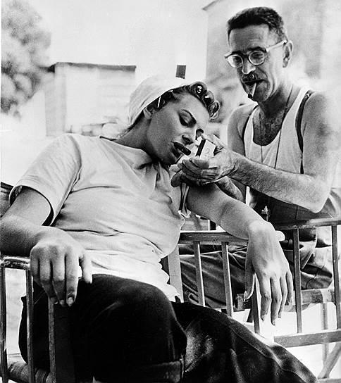 Лорен играла во множестве итальянских фильмов, работала в Голливуде, но настоящей международной суперзвездой стала после успеха картины де Сики «Чочара» (1960), получившей премию «Оскар»