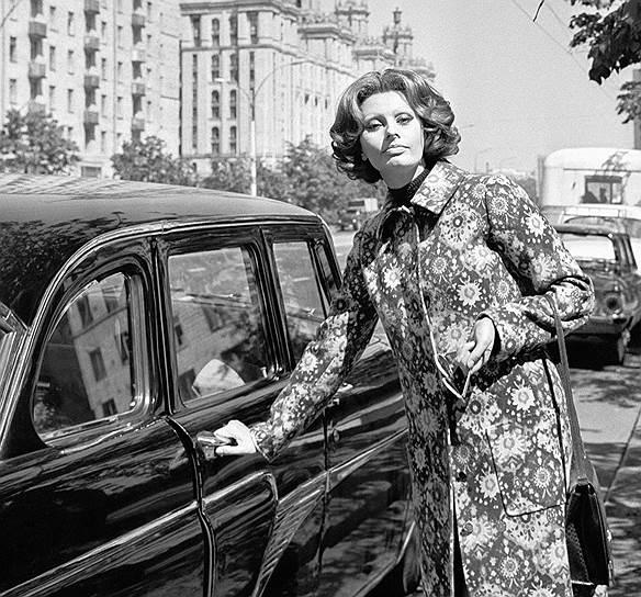 Фильм «Брак по-итальянски» участвовал в конкурсе Московского фестиваля, и Лорен наградили — причем за роль проститутки. Киноведы сумели рассмотреть в ней «положительную героиню из народа»