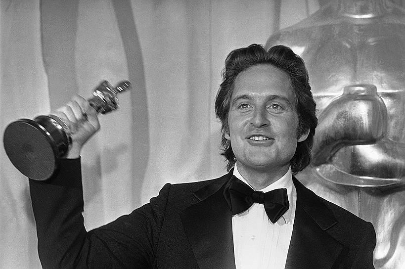 В начале 1970-х Майкл Дуглас приобрел у отца права на экранизацию романа «Пролетая над гнездом кукушки». Фильм Милоша Формана, продюсером которого он выступил, получил пять «Оскаров»