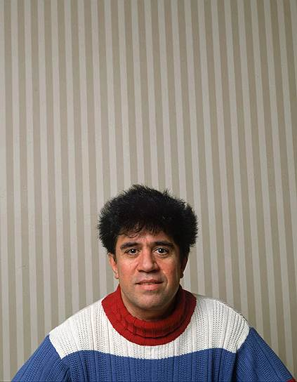 «Удивительно, что я снимаю кино. Я родился не в том месте, не в той семье и не в тот момент, чтобы делать фильмы» <br>Педро Альмодовар Кабальеро родился 25 сентября 1949 года в бедной семье в испанском городе Кальсада-де-Калатрава, в восемь лет переехал в Эстремадуру. В одном из интервью режиссер рассказывал, как в католической школе он подвергался насилию со стороны священников: «Со мной творились ужасные вещи. Вы понимаете, о чем я... Это исходило от священников. То же самое между учениками случалось по согласию. А тут был позор. Секс нужно открывать естественно, а не внезапно и насильственно. Три года после этого я боялся оставаться один»