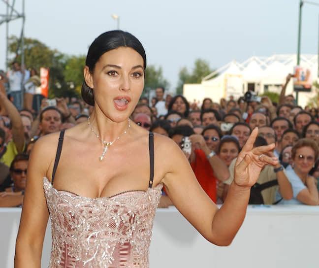 «Мое тело очень важно для меня… Мое лицо, мои пальцы, мои ноги, мои руки, мои глаза, все. Я использую все, что у меня есть» <br> В 2004 году актриса возглавила список ста самых красивых женщин мира, по версии издания Ask Men's