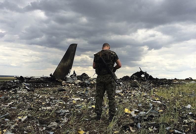 14 июня 2014 года. В районе луганского аэропорта был сбит Ил-76 ВВС Украины с украинскими военными на борту. Все они погибли. Силовики заявили, что, по предварительным данным, самолет при заходе на посадку  сбили ополченцы