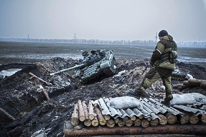 13 февраля 2015 года. На следующий день после подписания минской мирной декларации в зоне конфликта на востоке Украины ничего не поменялось. За сутки с небольшим до того, как огонь с обеих сторон должен прекратиться, обстрелы в Донецке шли полным ходом