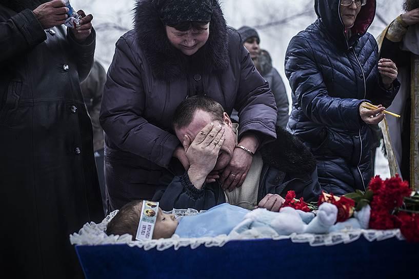 11 декабря 2014 года. Исполняющий обязанности главы профильного управления Следственного Комитета РФ Александр Дрыманов сообщил, что около 5 тыс. человек погибли и 10 тысяч получили ранения за время вооруженного конфликта в Донбассе
