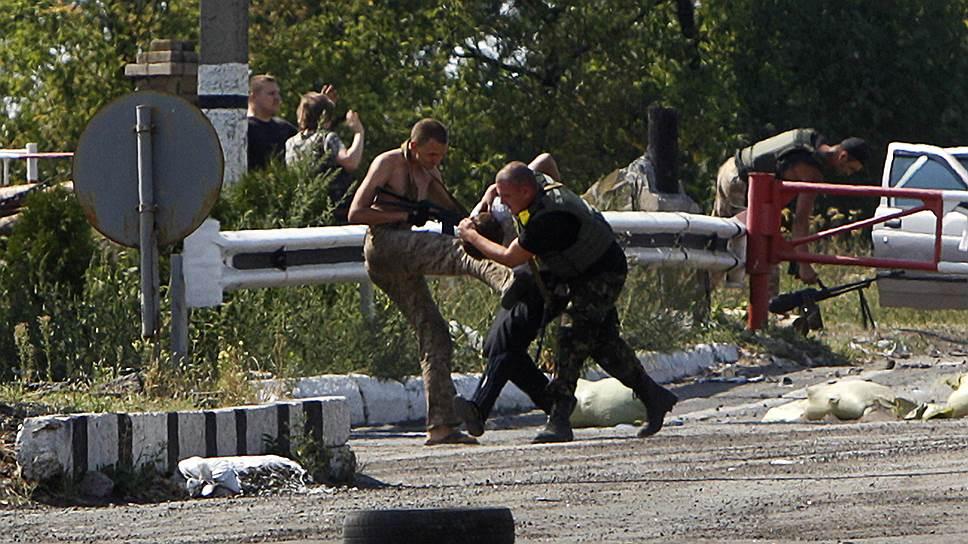 16 августа 2014 года. Бои продолжились в районах Орлово-Ивановки, Авдеевки, Иловайска и в Красном Яру