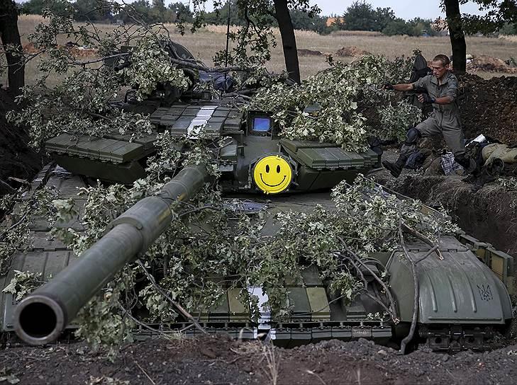 По данным Службы национальной безопасности Украины, за время АТО на юго-востоке страны погибли 873 украинских военных, ранения получили около 3,3 тыс