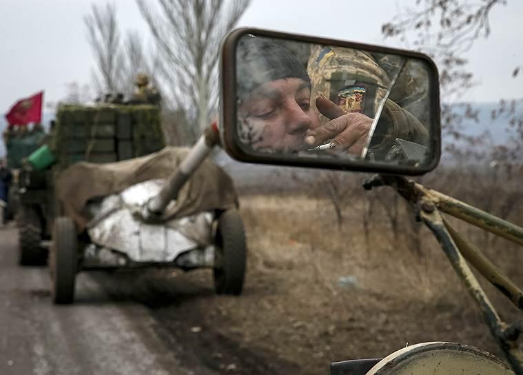 1 марта 2015 года. Силы самопровозглашенных ДНР и ЛНР объявили о завершении важного этапа реализации плана мирного урегулирования — полном отводе своих тяжелых вооружений от линии соприкосновения, причем под контролем ОБСЕ и до того, как это сделала украинская армия. Киевские власти отнеслись к заявлению ополченцев с недоверием, обвинив их в подготовке наступления сразу на трех направлениях