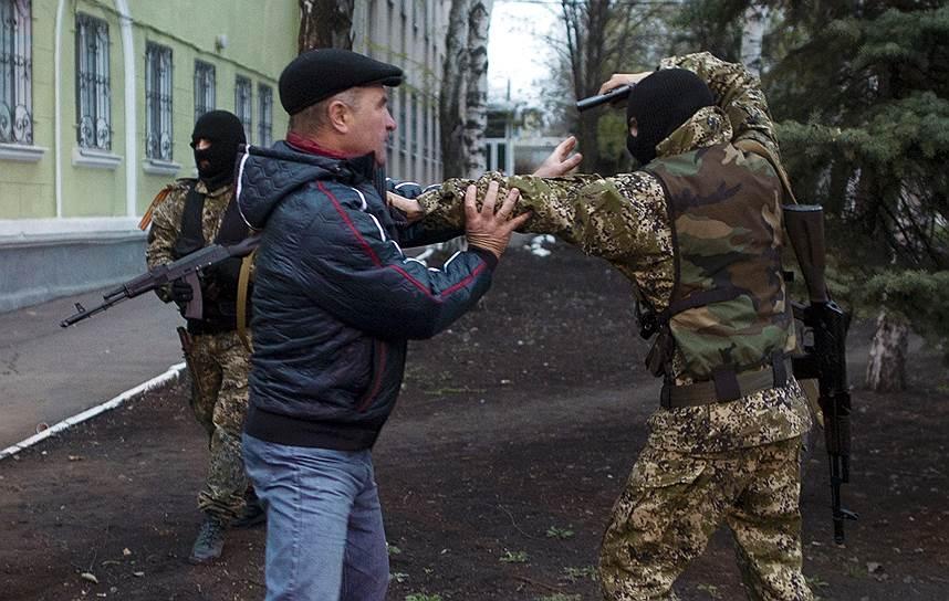 Киев требовал от ополченцев сложить оружие и покинуть занятые ими здания