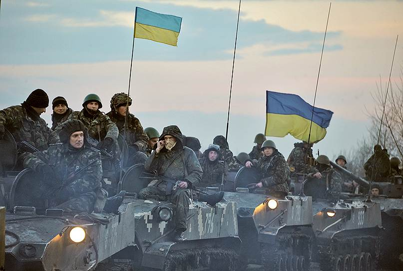 15 апреля 2014 года. Город Славянск (Донецкая область) взяли в кольцо 20 БТР, 2 тыс. военных и 10 танков