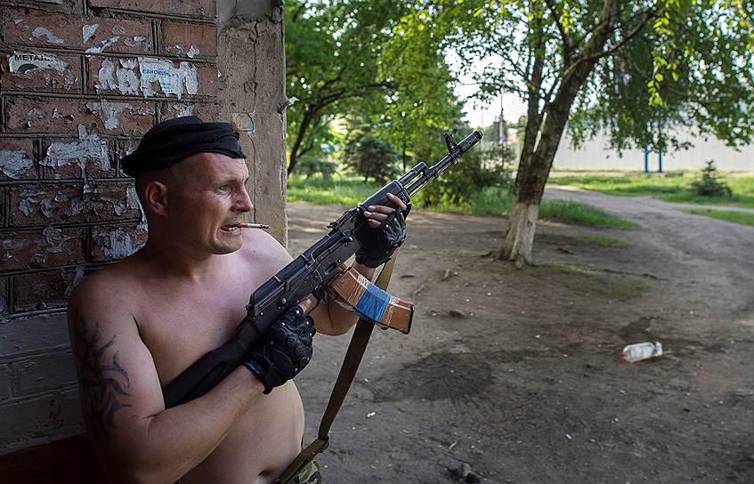 18 мая 2014 года. Позиции украинских военных были обстреляны ополченцами вблизи города Изюм (Харьковская область) и Славянск (Донецкая область). Погиб один представитель самообороны, пострадали четверо военных