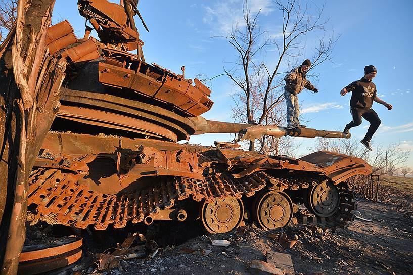 14 октября 2014 года. Александр Захарченко заявил, что режим тишины не соблюдается, поэтому вывод войск будет отложен