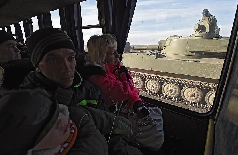 25 февраля 2015 года. Отвод колонны тяжелой военной техники ДНР. Отвод колонны САУ «Гвоздика» от поселка Обильное