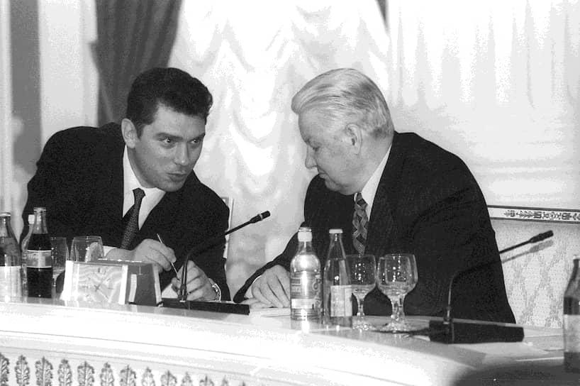 Нижегородский лидер быстро стал любимчиком Ельцина. Тот часто посещал город, играл с губернатором в теннис и включал Немцова в состав официальных делегаций. Летом 1994 года Ельцин даже предложил Немцову стать своим преемником. Но сам Немцов был осторожен: «Мы не в Америке, где провинциальные губернаторы легко вырастают в президентов»