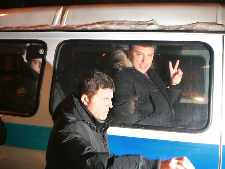 31 декабря 2010 года Бориса Немцова задержали после санкционированного митинга на Триумфальной площади. 2 января его приговорили к 15 суткам за сопротивление сотрудникам милиции. Поданная 10 января адвокатами господина Немцова жалоба в ЕСПЧ впервые за всю историю обращений граждан РФ по административному делу была принята к рассмотрению всего за сутки