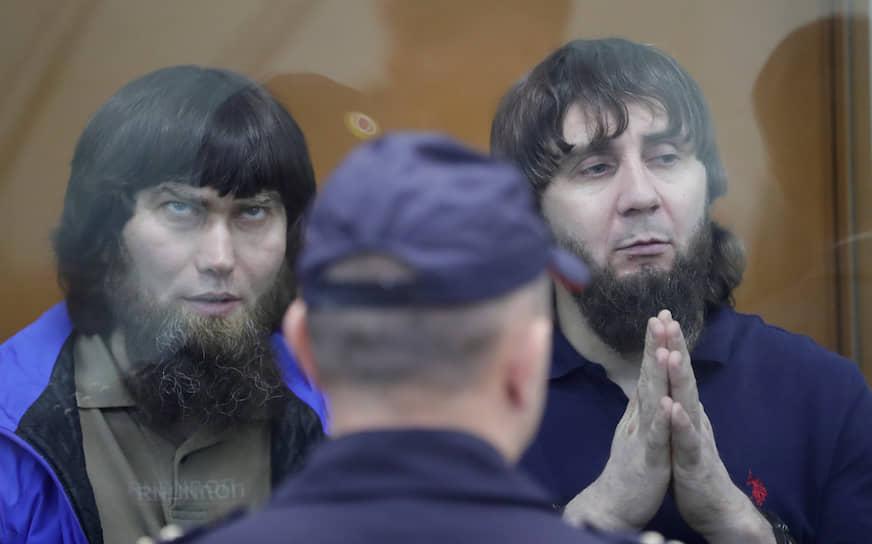 13 июля 2017 года Московский окружной военный суд вынес приговор по делу об убийстве Бориса Немцова. Непосредственный исполнитель преступления Заур Дадаев (на фото справа) получил 20 лет колонии, его подельники — от 11 до 19 лет