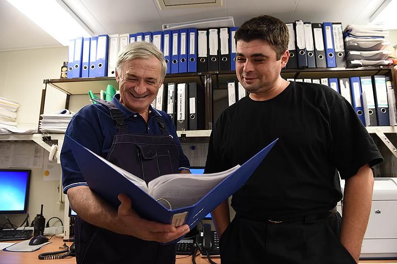 Хатефовы: Станислав Балилович, начальник энергокомплекса, и его сын Олег, инженер по автоматизированным системам управления