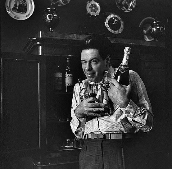 Коллеги и друзья Аркадия Райкина рассказывали, что, несмотря на благосклонность к нему советской власти, во время отдыха артиста часто можно было застать слушающим радио «Голос Америки», которое в то время постоянно прослушивалось