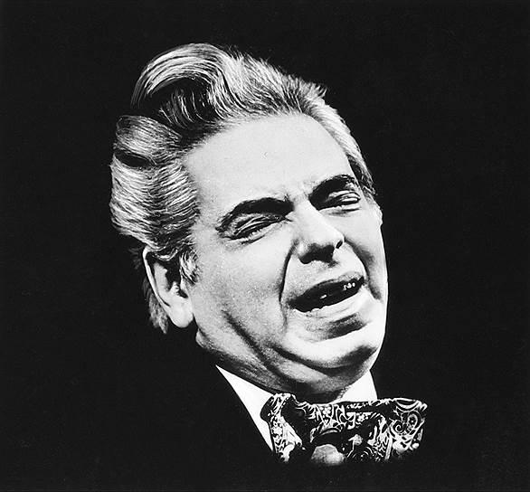В последние годы жизни Аркадий Райкин очень сильно болел. Каждый выход на сцену становился для него настоящим подвигом. Артист умер 17 декабря 1987 года (по другим данным, 20 декабря 1987-го) в возрасте 76 лет от последствий ревмокардита. Райкин снялся в 28 картинах, над многими из них работал как постановщик, до конца жизни оставался художественным руководителем собственного театра, был автором множества театральных программ и обладателем различных наград