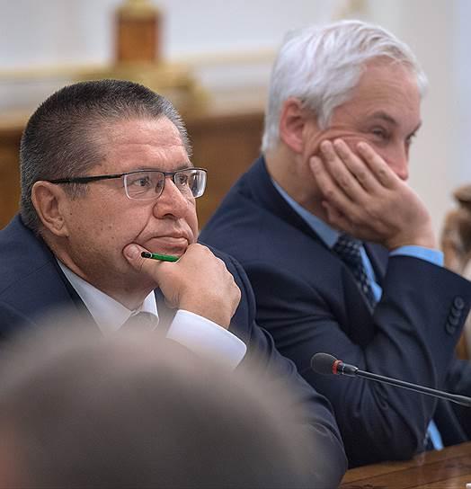 Министр экономического развития России Алексей Улюкаев (слева) и помощник президента России Андрей Белоусов