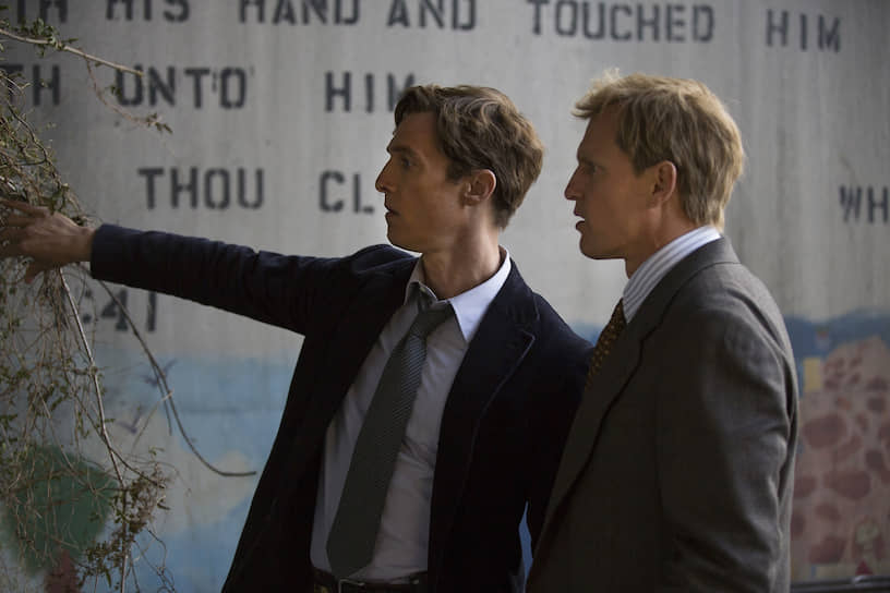Многие критики считают сериал «Настоящий детектив» одним из наиболее интересных триллеров последнего времени. Своему успеху сериал обязан в том числе благодаря удачному актерскому тандему Мэттью Макконахи и Вуди Харрельсона (справа), сыгравших двух сыщиков, расследующих серию убийств