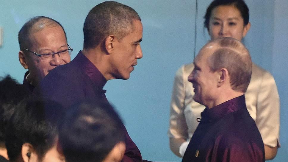 Встреча Владимира Путина и Барака Обамы произошла, когда президент России, опоздав на несколько минут на церемонию фотографирования, вошел в небольшую комнату, где стояли все лидеры