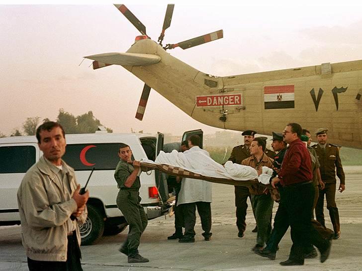 1997 год. Боевики египетской исламистской группировки «Аль-Гамаа аль-Ислами» убили 58 иностранных туристов и четырех египтян, осматривавших памятники Луксора. Шестеро террористов были одеты в форму сотрудников службы безопасности Египта и вооружены автоматами и мачете. В результате теракта были убиты 62 человека, 26 получили ранения. В числе погибших были граждане Швейцарии, Германии, Великобритании