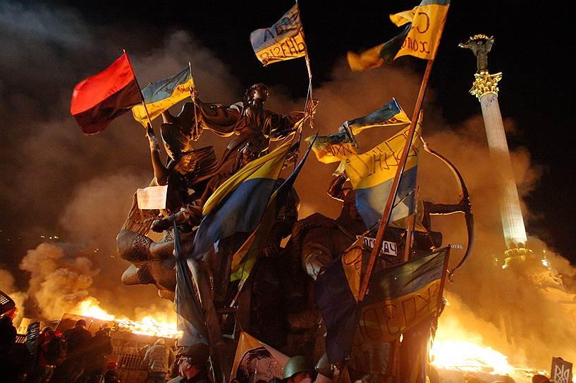 19 февраля. Вечером был подожжен Дом профсоюзов, где располагался штаб оппозиции, который в итоге сгорел