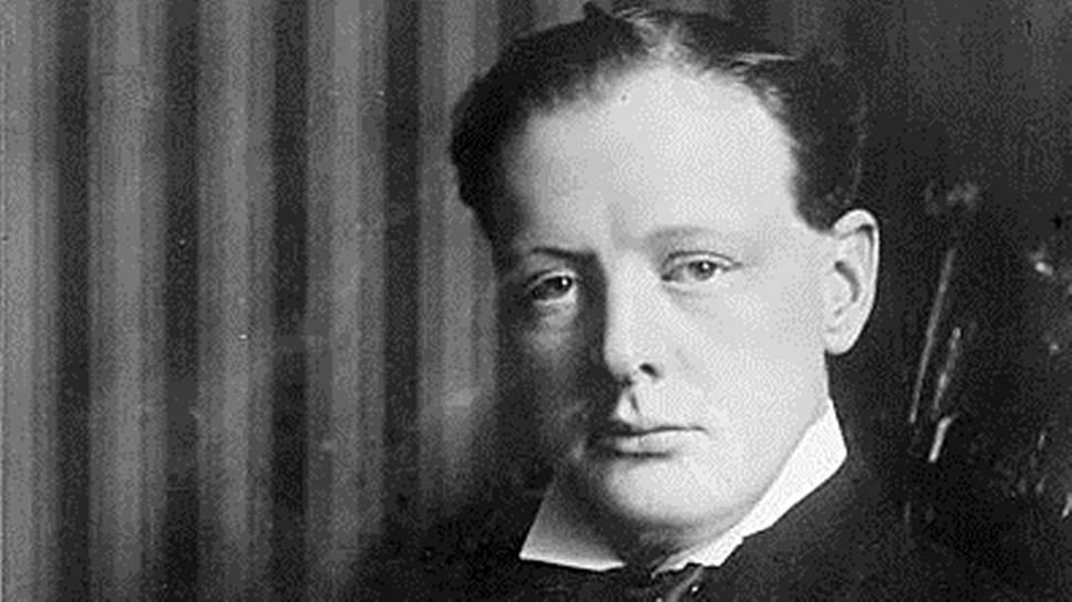 Уинстон Черчилль родился 30 ноября 1874 года. Его первым учебным заведением стала подготовительная школа Сент-Джордж, однако после того как няня мальчика обнаружила на его теле следы от порок, будущего британского премьера перевели в школу сестер Томсон в Брайтоне. Из-за слабого здоровья Уинстон Черчилль в 1886 году поступил не в Итонский колледж, где на протяжении многих поколений учились мужчины рода Мальборо, а в не менее престижный Хэрроу