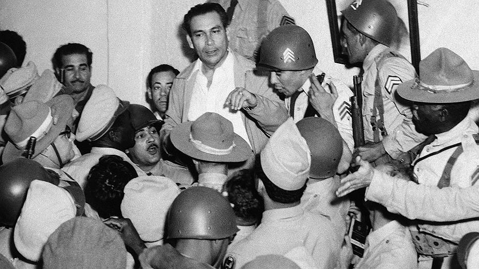 10 марта 1952 года на Кубе произошел государственный переворот, в результате которой к власти пришел диктатор Фульхенсио Батиста (на фото в центре)