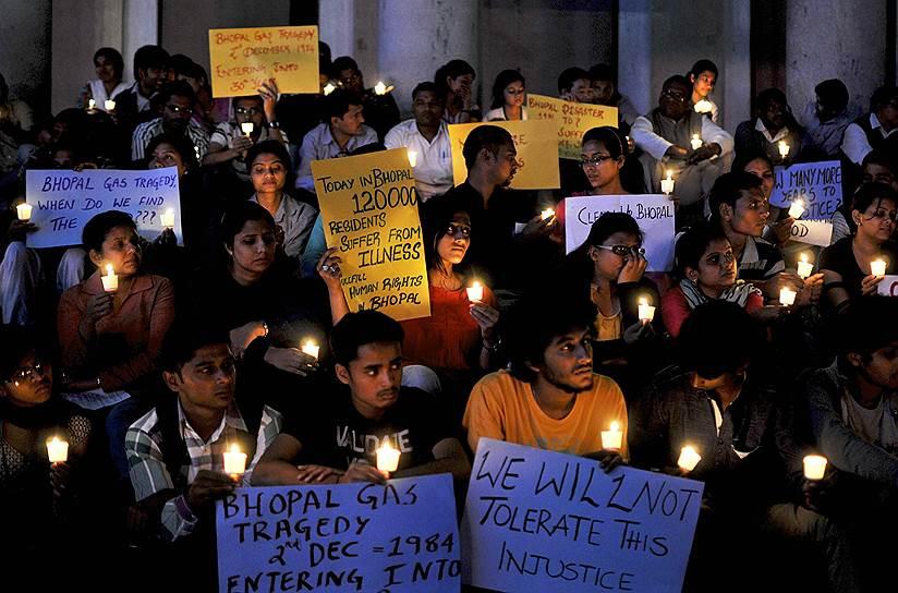 Каждый год в ночь со 2 на 3 декабря в Индии проводятся мероприятия в память о жертвах трагедии в Бхопале