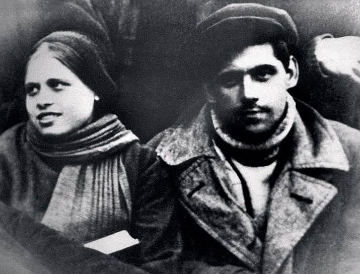 Вскоре немцев из города начали выселять. «Бабушка, тетушка, мои двоюродные братья и сестры — всем им пришлось уехать из Ленинграда. Папин брат с женой были арестованы — много позже мы узнали, что их расстреляли», — позже вспоминала актриса <br>На фото: родители Алисы Фрейндлих