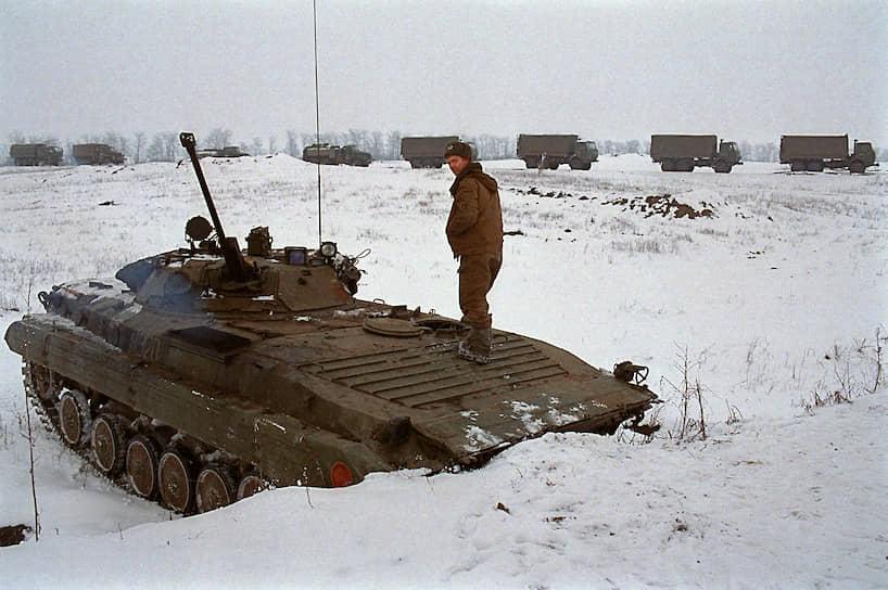 1995 год. Российский военнослужащий в пригороде Грозного во время боев в городе