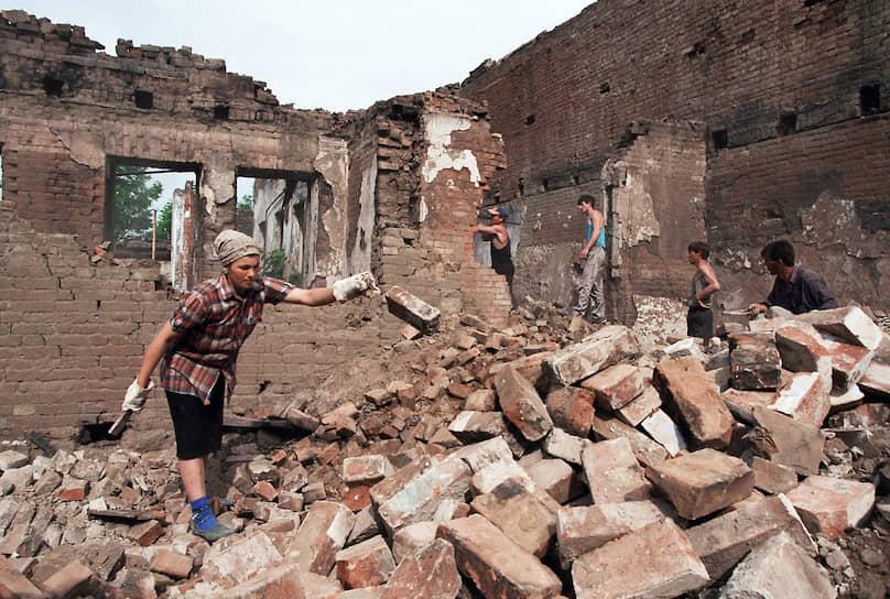 1996 год. Разбор разрушенного дома