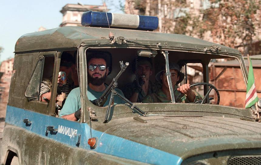 1995 год. Вооруженные люди на милицейском УАЗе