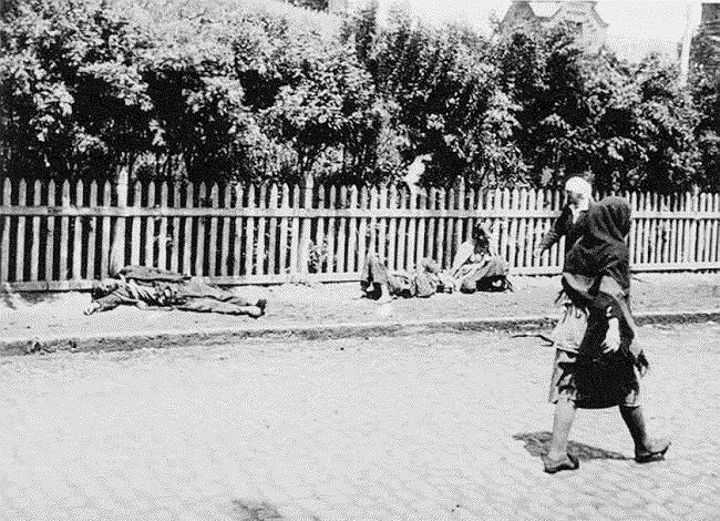 Ситуация ухудшалась массовым голодом, охватившим Украину, Поволжье, Кубань, Белоруссию, Южный Урал, Западную Сибирь и Казахстан. Жертвами голода, который некоторые историки считают искусственно созданным, стали от 6 млн до 8 млн человек