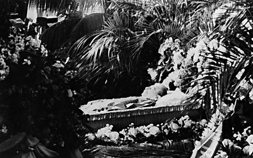 «Я знаю, что после моей смерти на мою могилу нанесут кучу мусора, но ветер истории безжалостно развеет ее» <br> 5 марта 1953 года в 21:50 мск Сталин умер. Согласно медицинскому заключению, смерть наступила в результате кровоизлияния в мозг