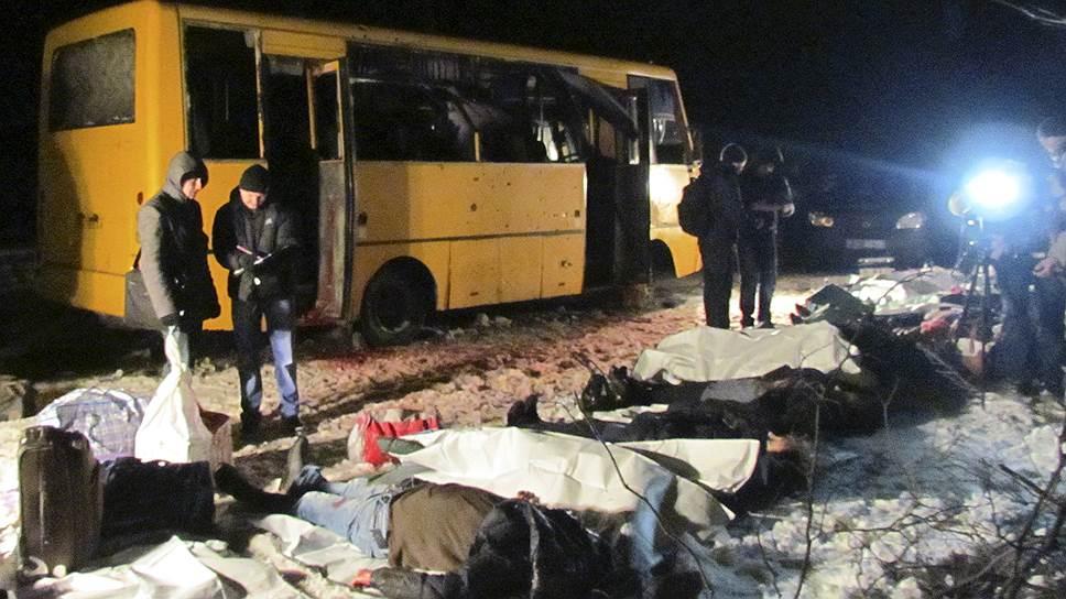 Как Москва обвинила украинских военных в обстреле автобуса в Донбассе
