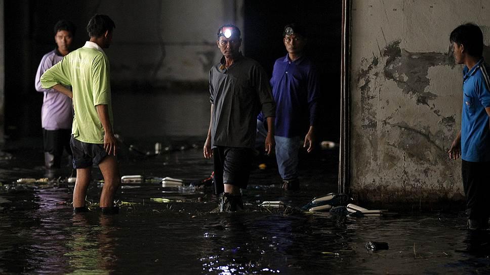 В подземном озере установлен жесткий контроль за чистотой воды.  Нарушающих правила туристов или рыбаков ждет штраф