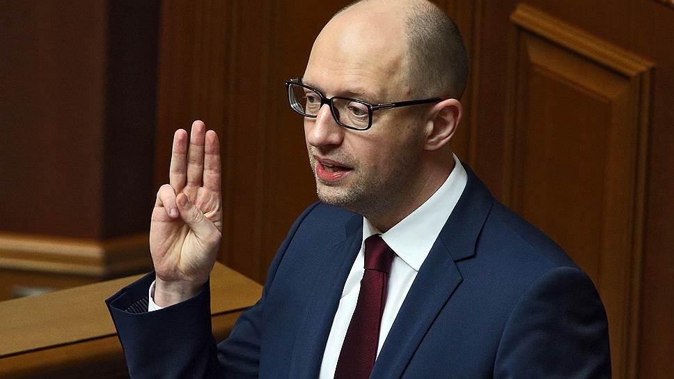 Как сенаторы обвинили Арсения Яценюка в «поддержке идей фашизма»