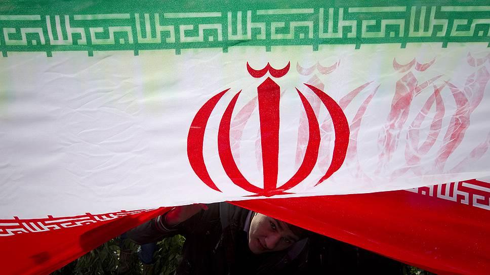 Почему Иран отказался торговать в долларах